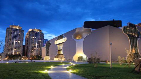 台中-霧峰林家花園,宮原眼科,台中國家歌劇院| 包車一日遊