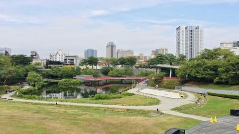 台中-臺中國家歌劇院,秋紅谷公園,路思義教堂| 包車一日遊