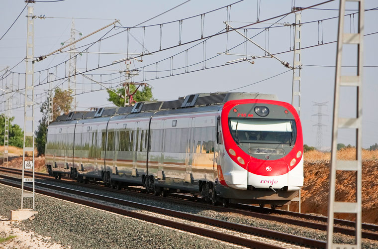西班牙國鐵全名為:Red Nacional de Ferrocarriles Espaola,簡稱RENFE。整個西班牙的鐵路網以馬德里為中心,向四周各大城市以放射線狀涵蓋全國。配以四大類型的火車:高速鐵路、中長程快速、區域快速、及近郊火車。銜接西班牙國內外大城市之間及鄉村小鎮。最代表性的作品為1992年塞維亞萬國博覽會上發表的Alta Velocidad Espaola高鐵,簡稱AVE。AVE在西班牙語中意思是「飛鳥」,除了速度快及舒適外,搭乘時還要通過類似機場海關的檢查,加上猶如空少及空姐的服務生。您